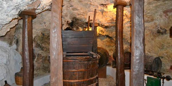 Cueva del vino can ros